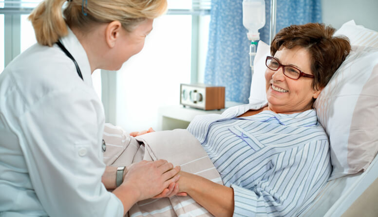 healthinsurance.com everything you need to know about hospital indemnity plans, doctor visiting a patient in a hospital bed